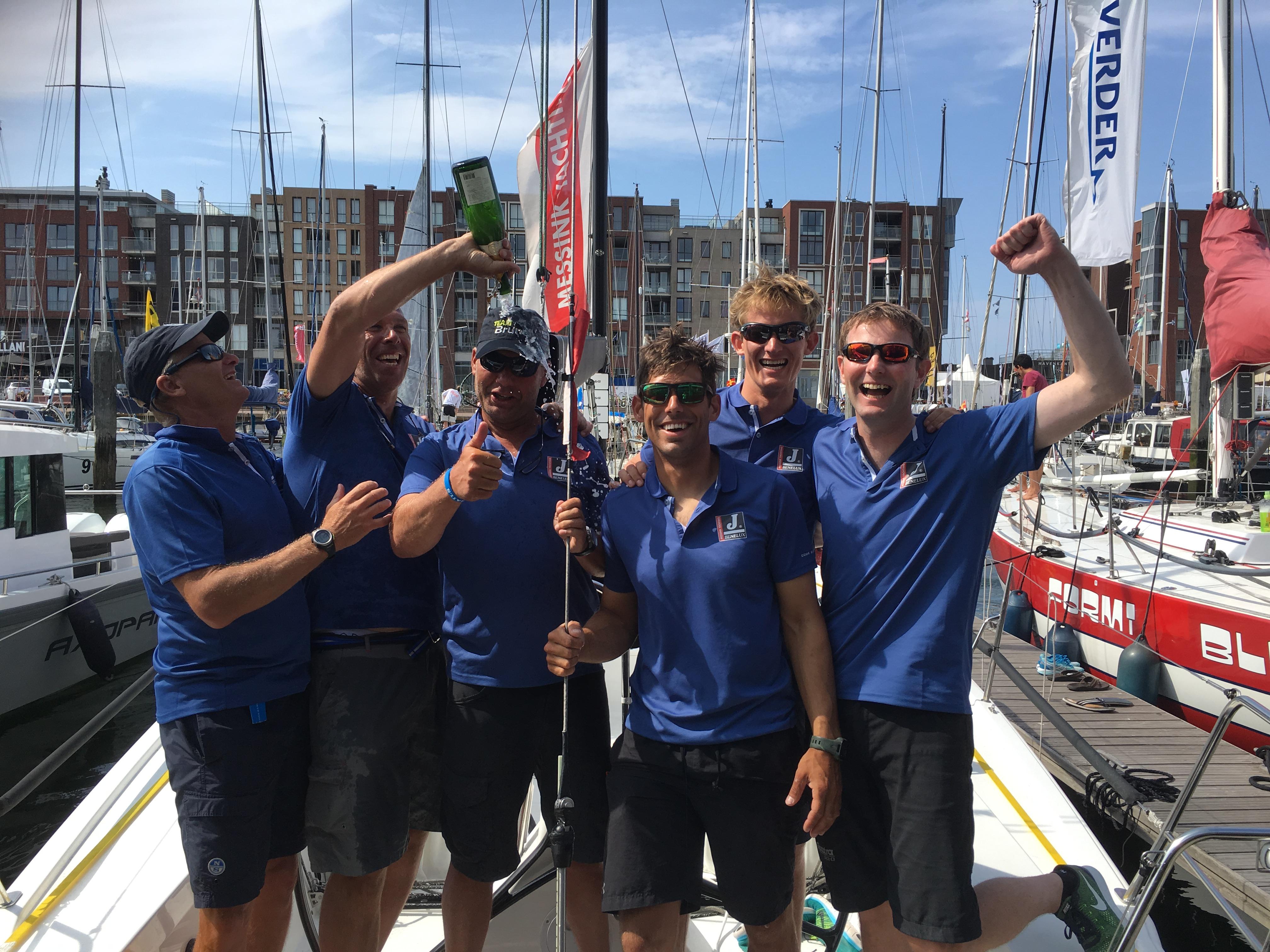 Team J/Benelux wordt wereldkampioen op het WK Offshores in Scheveningen